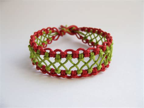 Bracelet Tool Galleries: Macrame Bracelet Instructions