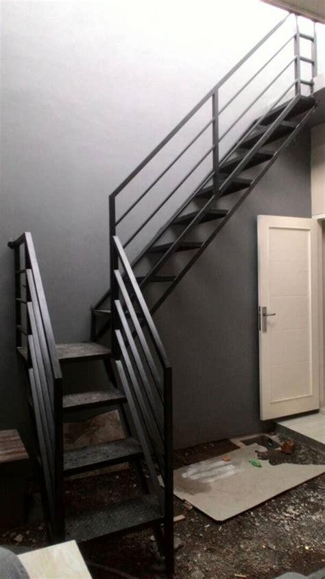 gambar model tangga rebah minimalis