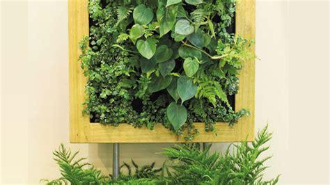wandgarten wohnzimmer eine gr 252 ne wand pflanzen so funktionieren vertikale g 228 rten