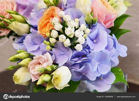 mazzo di fiori immagini bellissimo mazzo di fiori foto stock 169 petrdlouhy 134369556
