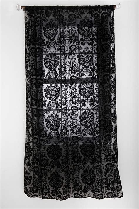 damask bedroom curtains best 20 damask bedroom ideas on pinterest black vanity