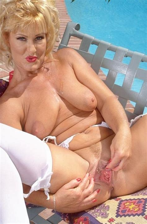 Sexy Stockings Granny Spreading Wide Her Pierced Pussy Outdoor Pichunter