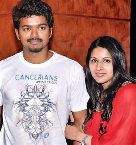 actor vijay daughter recent photos happy wedding anniversary vijay and sangeetha rare and