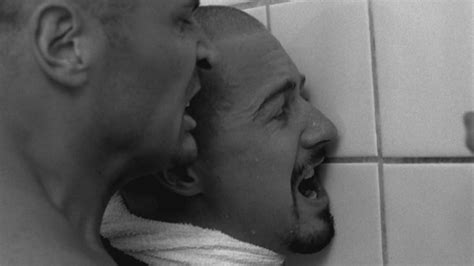 hollywood bathroom scene jurassic park and 14 other traumatizing bathroom scenes