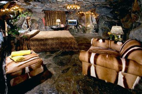 caveman room 10 wacky hotel rooms
