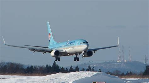 beautiful vortex from 737 800 landing in cat ii hl8245 korean air boeing 737 800 landing akita airport