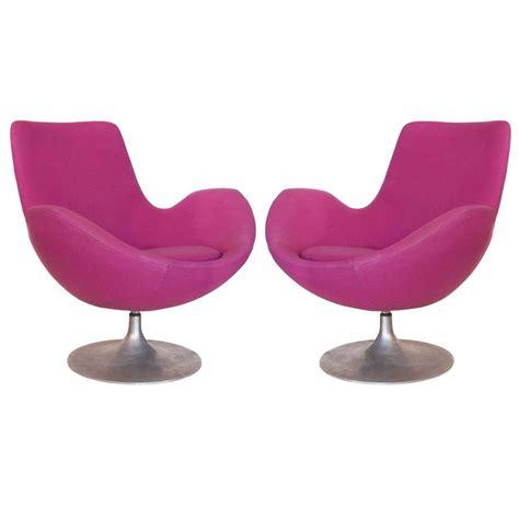 tulip swivel chair pair of 1960s mod tulip base swivel chairs at 1stdibs