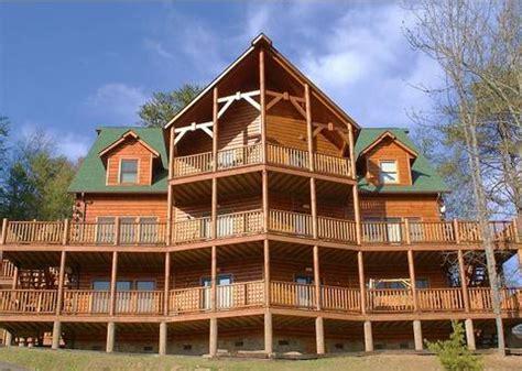 find  large cabin rental  gatlinburg pigeon forge tn