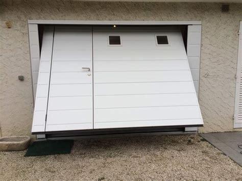 porte de garage basculante isolante motoris 233 e moos avec