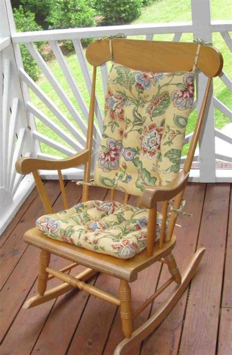 Outdoor Rocking Chairs With Cushions by 1000 Ideas About Outdoor Rocking Chairs On