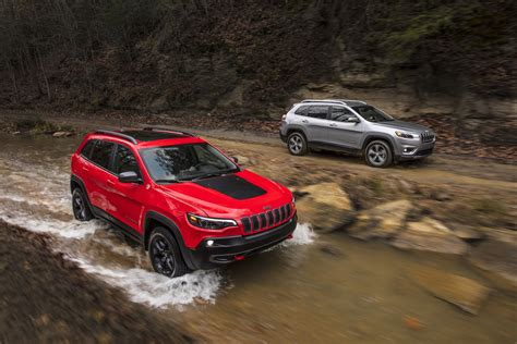 turbo jeep cherokee 2019 jeep cherokee gets bigger 2 0l turbo packing 270 hp