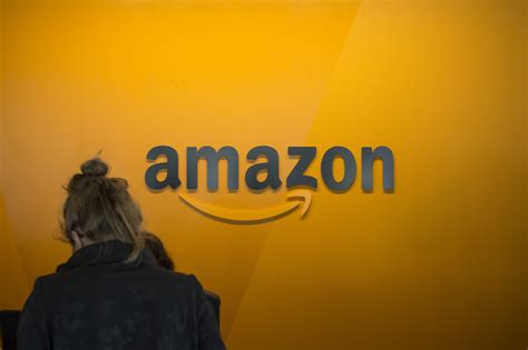 amazon   shoppers   clothes  buying la times