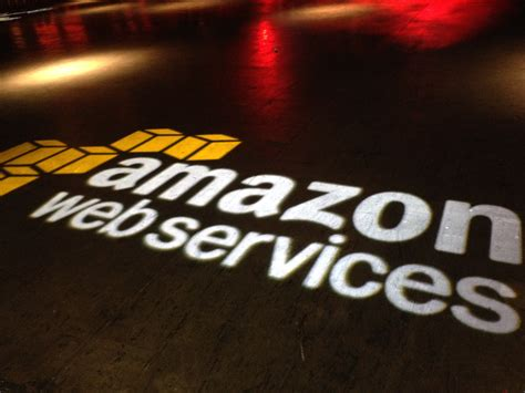 amazon web services aws launches kinesis analytics for analyzing real time