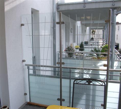 sicherheitsglas für terrassenüberdachung idee windschutz balkon