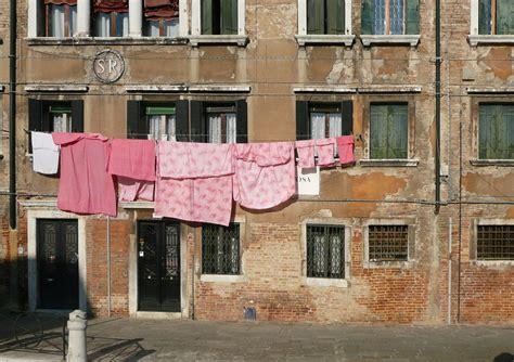 sui vicini di casa 10 dei bergamaschi sui quot carissimi quot vicini di casa
