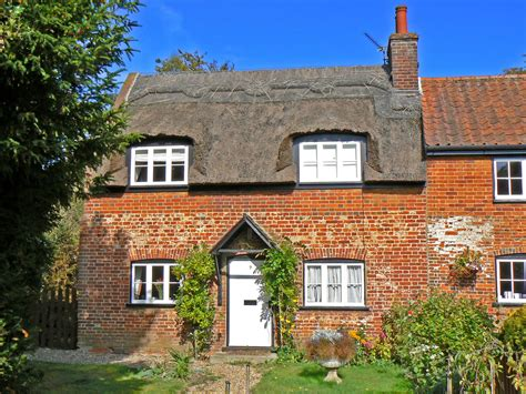 Cottage In Norfolk by Salhouse Norfolk Broads Including Woodbastwick Salhouse Broad And Woodfordes Brewery