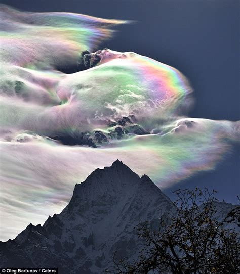 rainbow cloud rainbow cloud towers mount everest daily mail