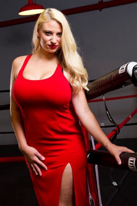 new large busted blonde milfs f cup mma fighter on why ronda rousey is wrong about buxom