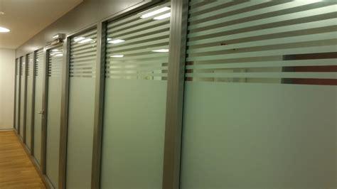 fenster sichtschutz glas fenster sichtschutz milchglasfolie beschriftungen luzern