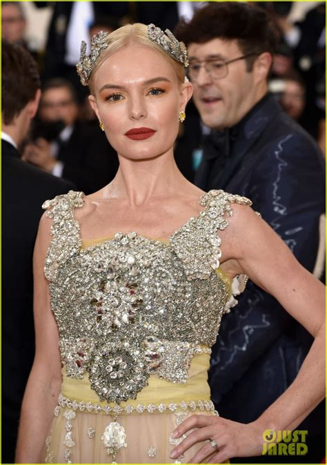 Catwalk To Carpet Kate Bosworth In Dolce Gabbana by Kate Bosworth Dazzles In Dolce On Met Gala 2016 Carpet