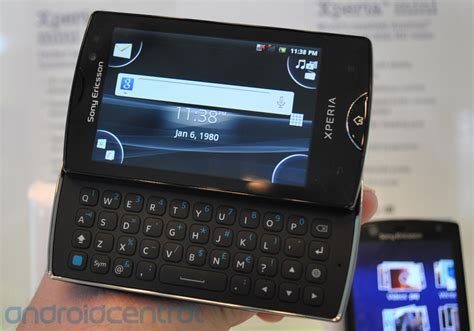 Handphone Sony Xperia Mini on with the second sony ericsson xperia mini and
