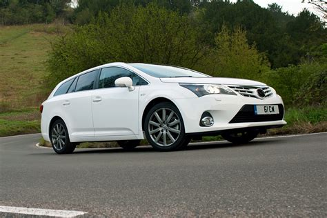 new toyota deals new toyota avensis saloon deals best deals from uk toyota