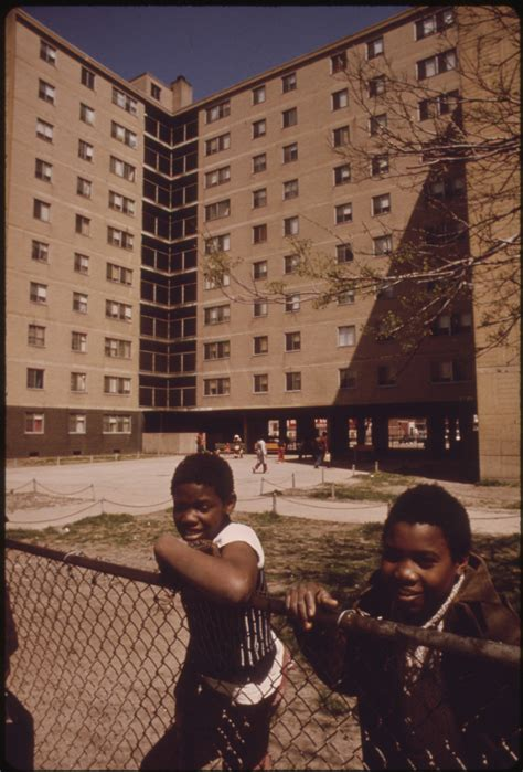 south side chicago housing projects file black youngsters outside the stateway gardens highrise housing project on chicago s south