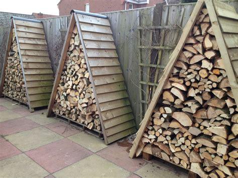 come sistemare un giardino fai da te sistemare la legna in giardino ecco 20 idee fai da te per