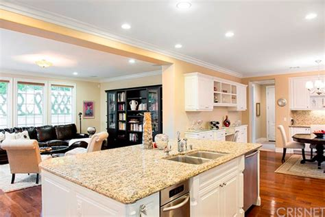 Jenner House Kitchen by Kris Jenner House Purchase The Reality Tv Takes A