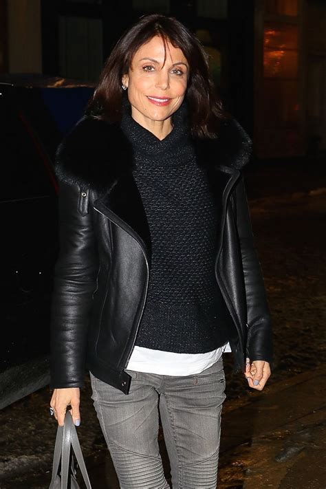 bethenny frankel bethenny frankel arrives at her home in new york 01 10