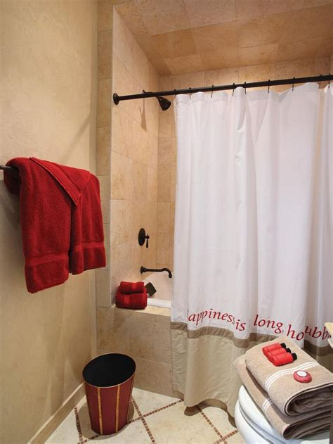 pops of red accessories liven up this classic bathroom and