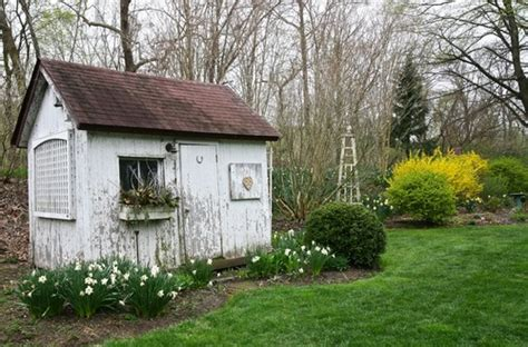 gartenhaus shabby chic 10 adorable garden sheds town country living