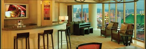 mandalay bay rooms  suites information