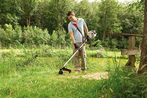 lavorare come giardiniere decespugliatori attrezzi giardino come utilizzare i