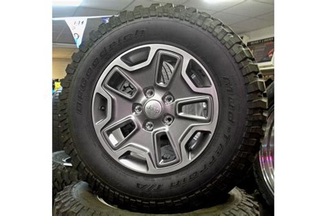Jeep Stock Wheel Size 2016 Jeep Wrangler Rubicon Wheels And Tires
