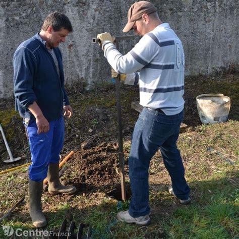 d 233 monstration de forage d un puits au chemin de guillard