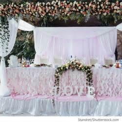 Dekoration Hochzeit Tisch by Brautpaar Tisch Dekoration Mit Blumen Hochzeitsideen F 252 R