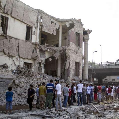 consolato italiano cairo il cairo autobomba esplode davanti al consolato italiano
