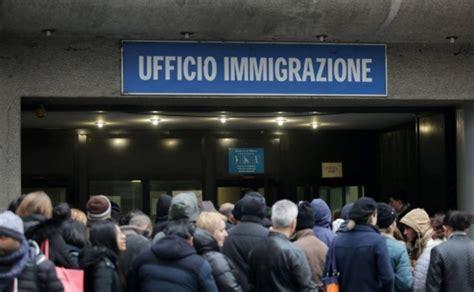 ufficio immigrazione roma permesso di soggiorno arrestati a quattro poliziotti rilasciavano in