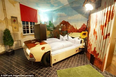 london themed room i want this dreaming uk pinterest v8 hotel rooms in stuttgart hotel inspired by classic cars