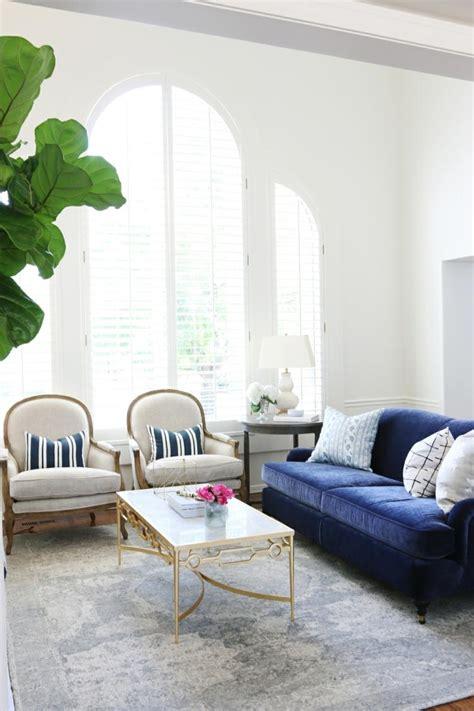 canape velours le meuble parfait pour linterieur moderne