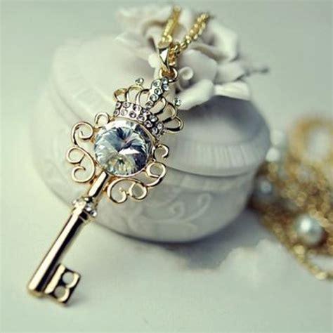 dazzling rhinestone crown key pearl layer