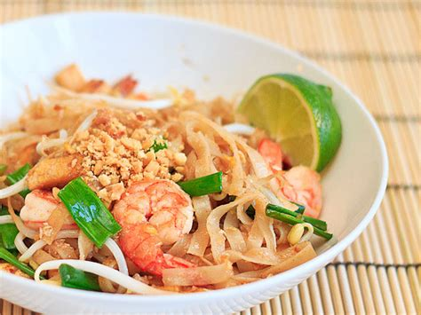 pad thai noodles with step by step pictures wishful chef