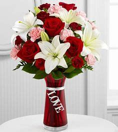 Becak Mini By Susi Florist Gift bouquet of roses receiving a bouquet