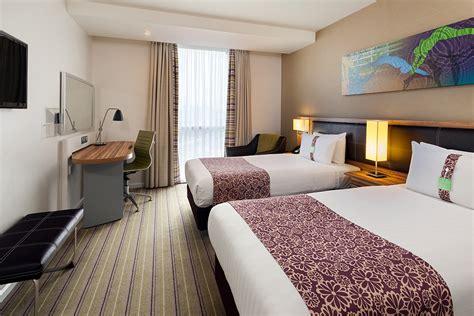 inn with in room standard 4 hotel rooms at hi stratford city ihg inn