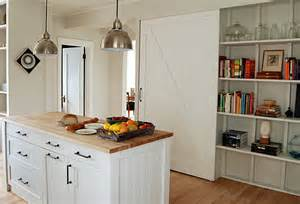 wooden showcases for living room – Flo & Eric House: Modern, Extremely Well Insulated   Eco Friendly Wooden Houses