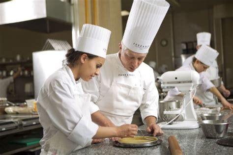 reconversion professionnelle cuisine reconversion professionnelle toutes les cl 233 s pour la r 233 ussir
