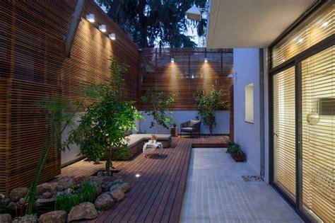 rumah  taman samping  keluarga modern arsitektur arsitekturme