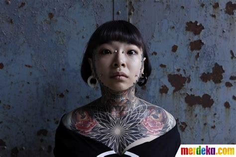 Foto Tato Keren Di Dunia | foto pecandu tato bertelanjang dada pamer detail gambar