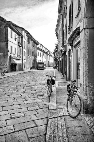 pavia centro ste artistiche quadri e poster con bici strada viale